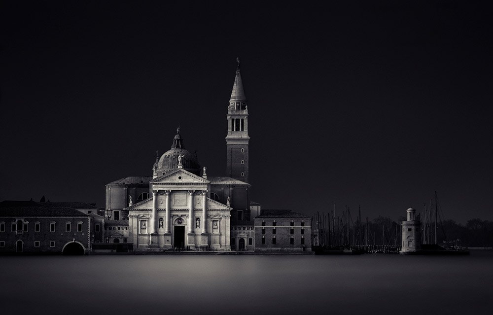 Black and white pictures ; Faith by Giulio Zanni