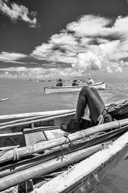 Net fishing in Rodrigues island by Pascal Lagesse
