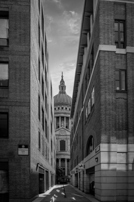 Cities : London in Black and White by Rene Siebring