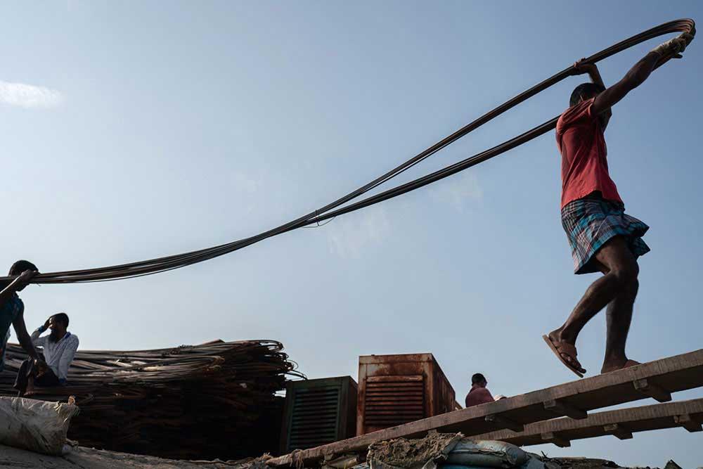 Morning Market in Bangladesh by Ruobing Yang